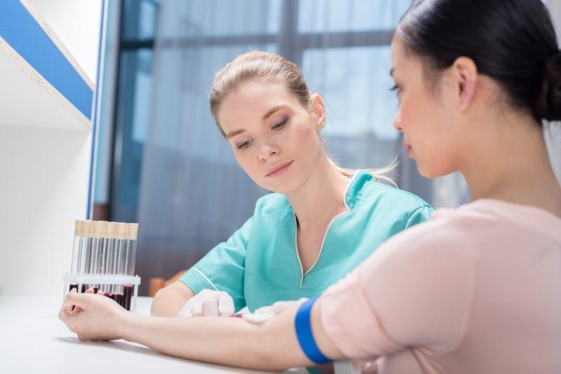 Przygotowanie pacjenta do pobrania materiału biologicznego